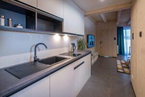 Demanova-rezort-apartman-relax-kuchyna